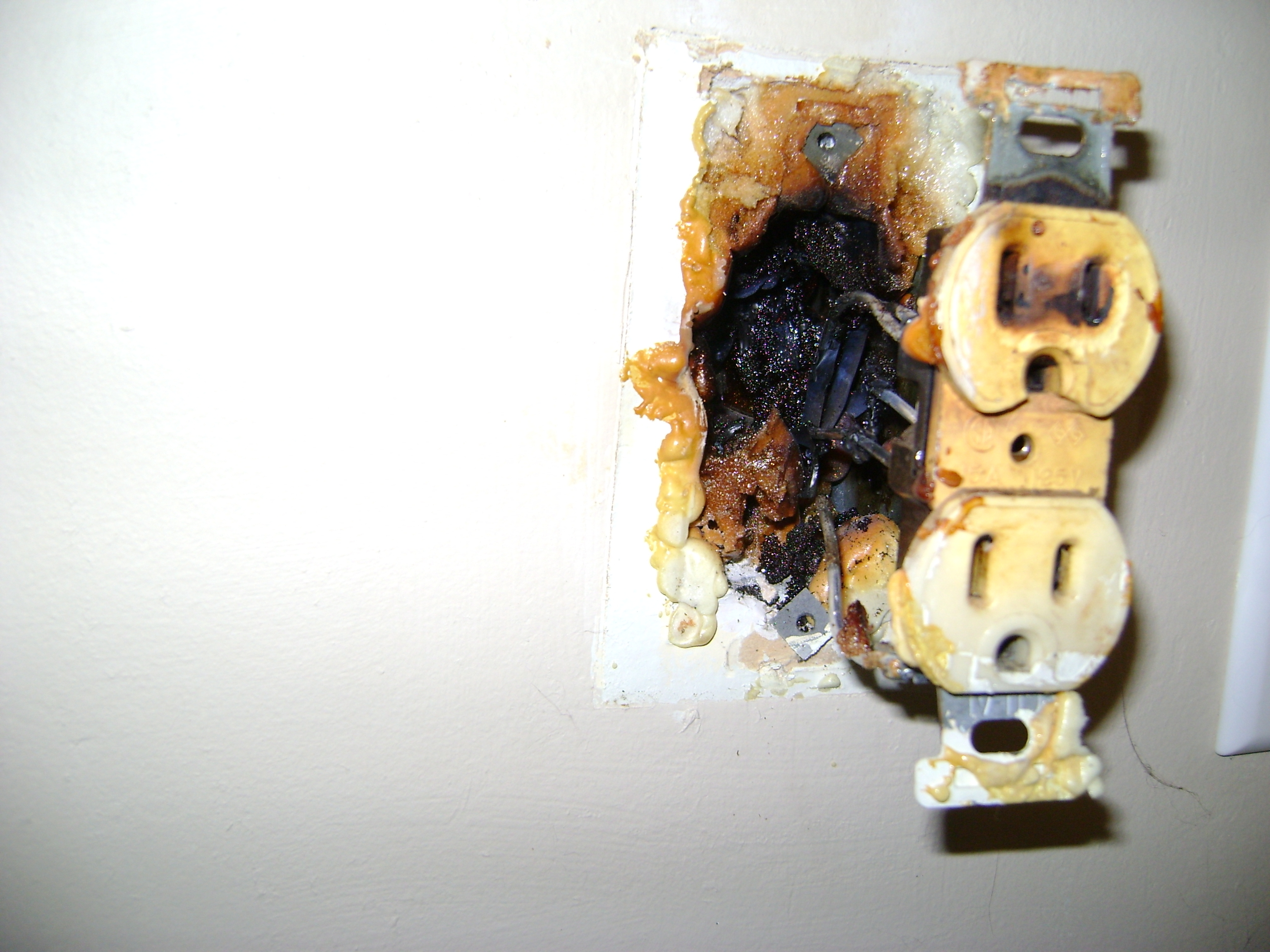 Aluminum Wiring Captains Blog New Outlet Box This Shows What Can Happen Homeowner Sprayed Expanding Foam Into Which